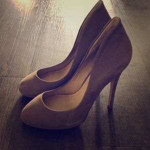 Nude suede pumps